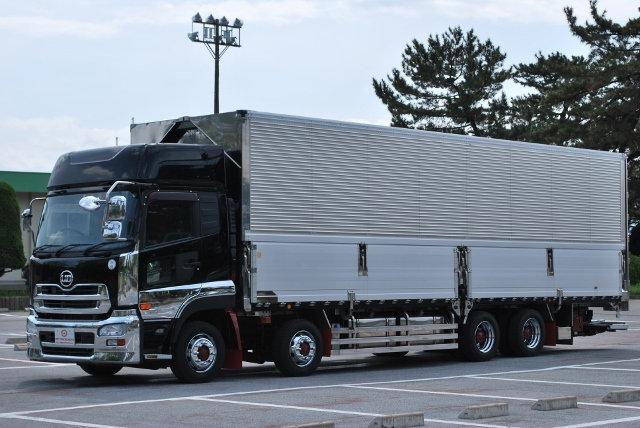 H23 UDトラックス クオン 4軸低床 アルミウイング 格納ゲート付 ハイルーフ 総輪エアサス